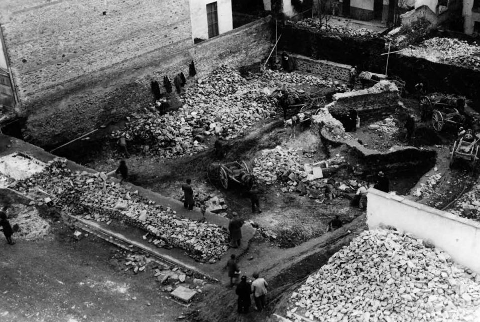 Photo of the second excavation of the Sarapis sanctuary at Thessalonike (in 1939). Public domain.